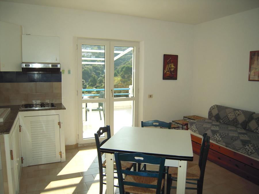 Bilocale 4 posti letto casa vacanze magacirce isola di for Soggiorno a ponza